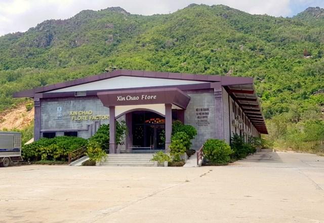 Công trình cửa hàng cà phê Xin Chào được xây dựng trái phép trên diện tích hàng trăm m2. Ảnh: Zing.vn.