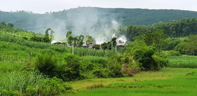 Xưởng than quy mô lớn tại xã Hà Tiến, hoạt động không phép suốt nhiều năm qua.