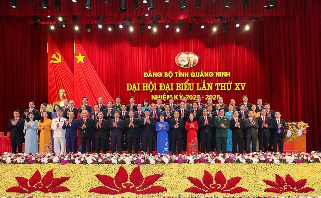 Ban chấp hành Đảng bộ tỉnh Quảng Ninh lần thứ XV, nhiệm kỳ 2020 - 2025 ra mặt Đại hội.