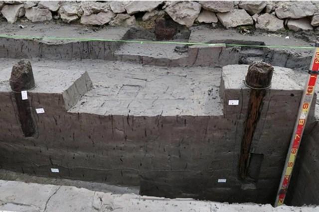 Bãi cọc gỗ cổ được phát hiện tại Đầm Thượng, xã Lại Xuân, huyện Thủy Nguyên, TP Hải Phòng vào tháng 2. Ảnh: Viện khảo cổ học Việt Nam.