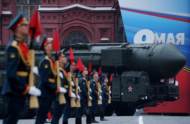 Tên lửa đạn đạo liên lục địa Topol của Nga trong một cuộc diễu binh. (Nguồn: AFP).