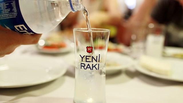 Thổ Nhĩ Kỳ: Hàng chục người tử vong vì rượu lậu - Ảnh 1