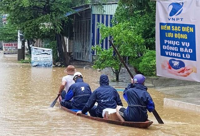 VNPT đảm bảo thông tin liên lạc thông suốt phục vụ đồng bào vùng bão lũ.