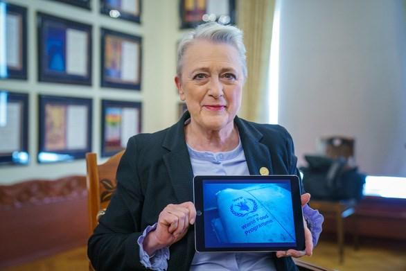 Chủ tịch Ủy ban Nobel, bà Berit Reiss-Andersen, công bố Chương trình Lương thực thế giới thắng giải Nobel hòa bình 2020. Ảnh: AFP.
