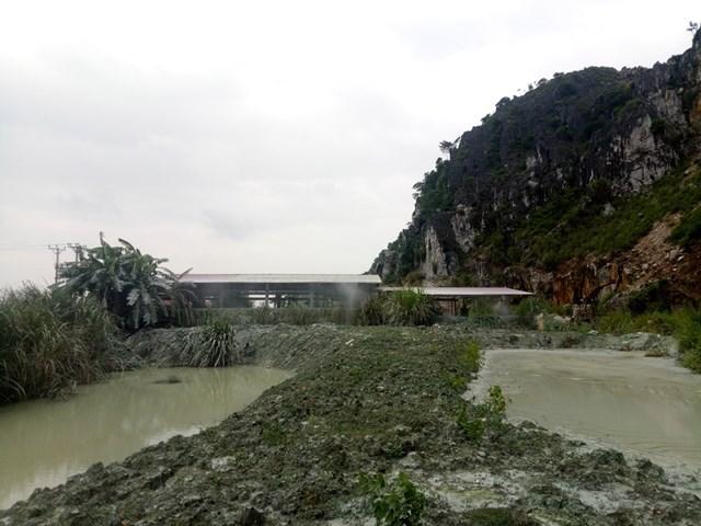 Các xưởng đá hoạt động trái phép tại xã Hà Tân.