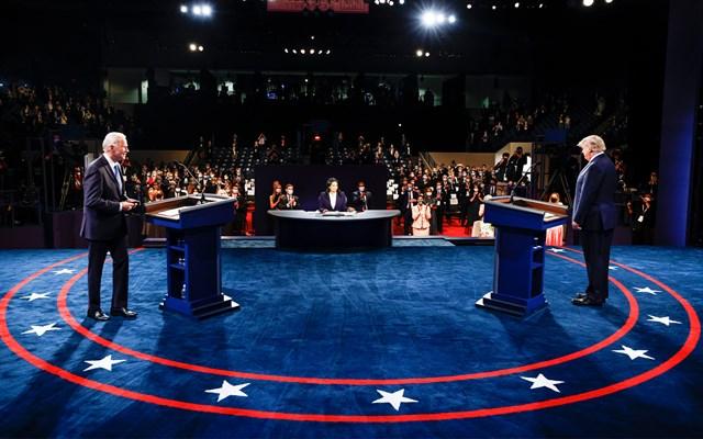Tổng thống Mỹ Donald Trump và đối thủ Joe Biden trong vòng tranh luận cuối cùng.