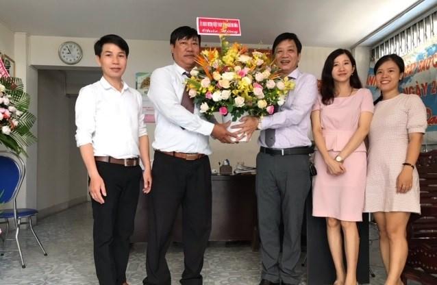 Ủy ban MTTQ Việt Nam tỉnh Khánh Hòa thăm, chúc mừng cán bộ, phóng viên, biên tập viên Văn phòng Báo Đại Đoàn Kết tại TP Nha Trang.