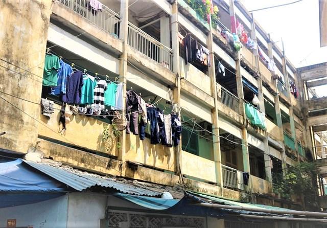 TPHCM tập trung tháo dỡ các chung cư đang chờ sập trên địa bàn thành phố.
