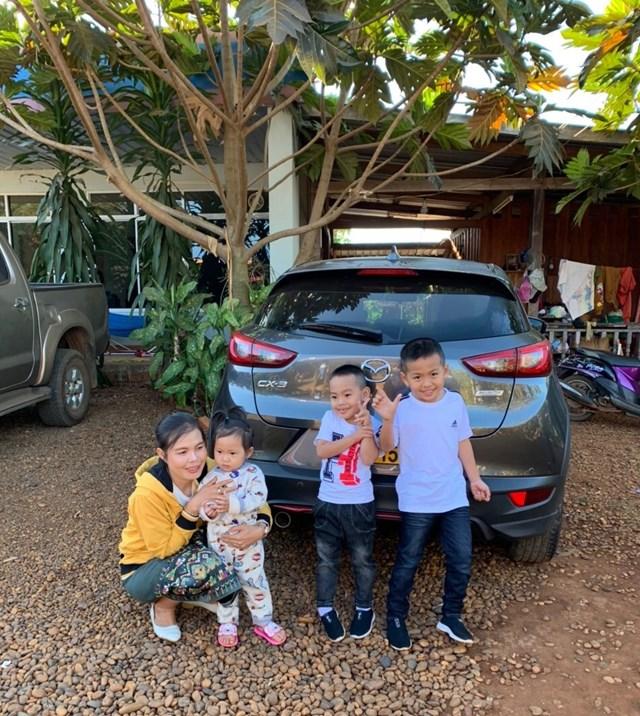 Những đứa trẻ khôi ngô là kết quả mối tình đẹp của một cặp hôn nhân Việt - Lào.