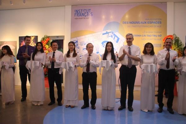 Đại Sứ Pháp tại Việt Nam Nicolas Warnery và Chủ tịch UBND tỉnh Thừa Thiên - Huế Phan Ngọc Thọ cắt băng khánh thành công trình cải tạo Viện Pháp tại Huế.
