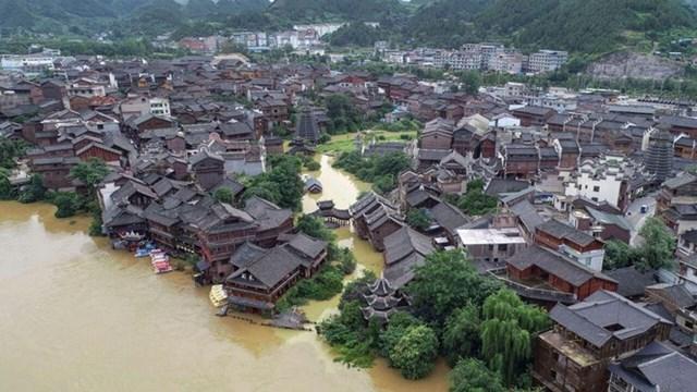 Mưa lũ đang hoành hành ở vùng phía đông và đông nam Trung Quốc. Ảnh: AP.