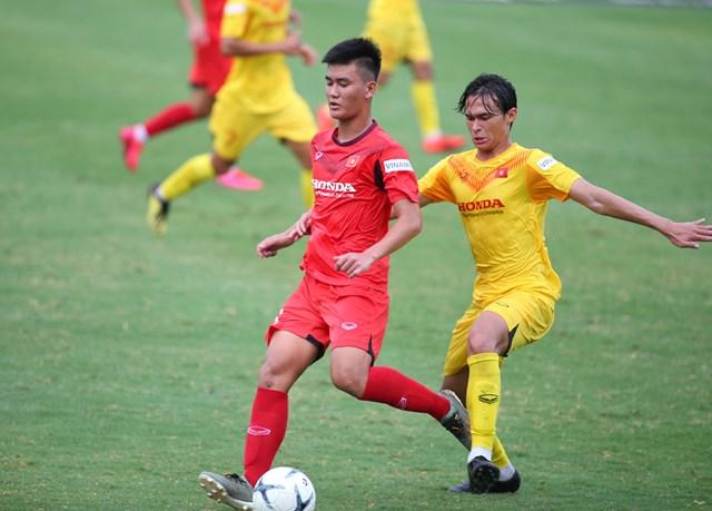 Cầu thủ Việt kiều Tiêu Exal có pha cướp bóng từ giữa sân đưa bóng đến chân Vũ Minh Hiếu để cầu thủ này có đường chuyền đẹp cho Nguyễn Trung Thành mở tỷ số trận đấu sau một pha dứt điểm lạnh lùng.
