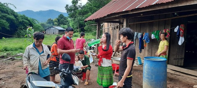 Nhiều người dân tại các ổ dịch bạch hầu ở Đắk Nông được uống thuốc điều trị dự phòng để tránh nguy cơ lây nhiễm bệnh.