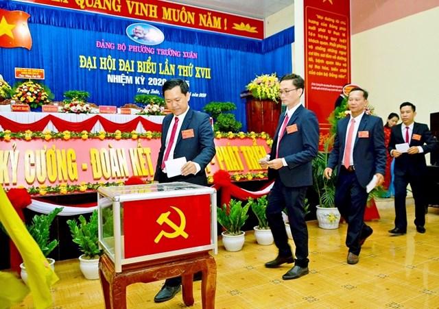Bầu Ban chấp hành tại Đại hội đảng bộ phường Trường Xuân, Tp Tam Kỳ (NK 2020 – 2025)