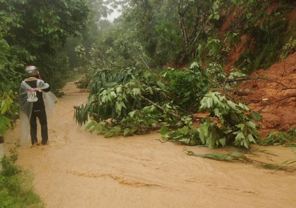 Một điểm sạt lở trên tuyến Tỉnh lộ 156B, thuộc địa phận thôn Làng Mới, xã Mường Vi (huyện Bát Xát, Lào Cai).