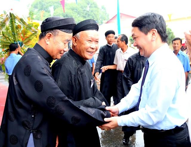 Phó Chủ tịch – Tổng thư ký Hầu A Lềnh thăm hỏi, chúc mừng đại lễ Ban trị sự Trung ương giáo hội PGHH.
