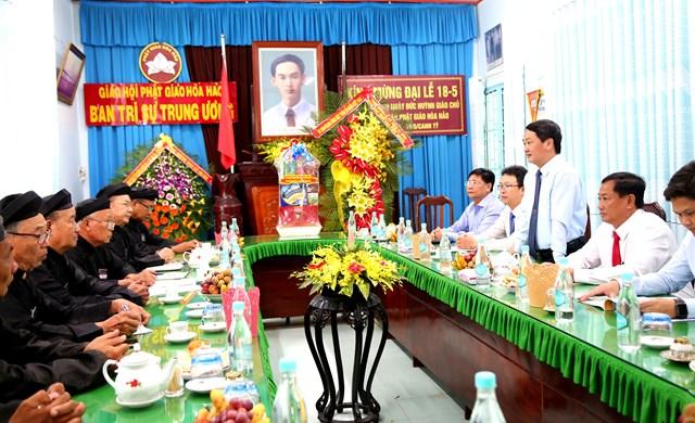 Phó Chủ tịch – Tổng thư ký Hầu A Lềnh phát biểu, chúc mừng đại lễ.