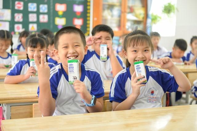 Niềm vui uống sữa học đường an toàn tại TP HCM - Ảnh 1