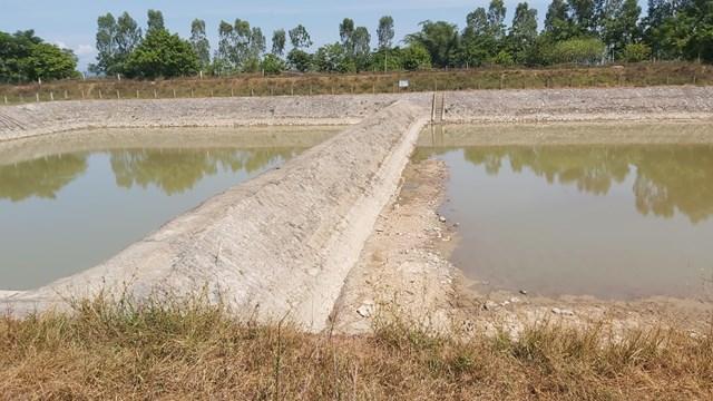 Hồ chứa nước thô luôn trong tình trạng cạn khô, thiếu nước.