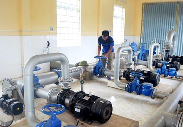 Trong khi Nhà máy nước Kim Sơn, huyện Quế Phong công suất vận hành chỉ 2h/ngày, chỉ phục vụ một lượng rất nhỏ người dân quanh vùng.