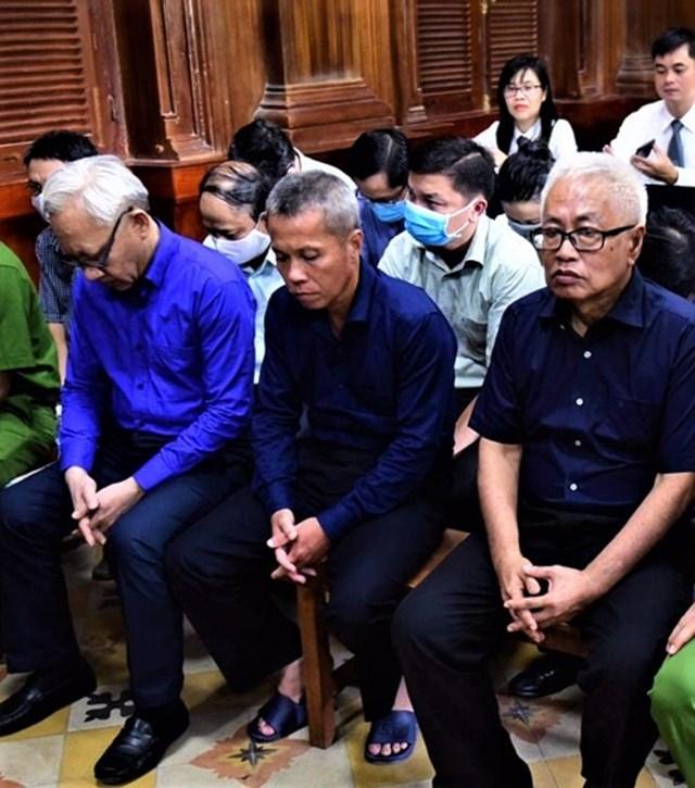 Bị cáo Trần Phương Bình và các đồng phạm tại phiên tòa.