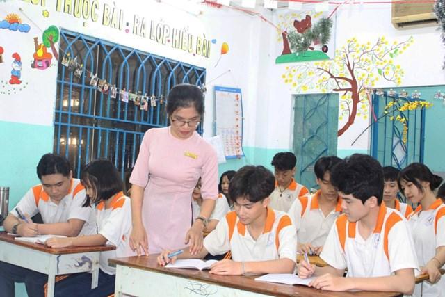 Học sinh khối 12 Trường THCS-THPT Đào Duy Anh, TP HCM trong giờ ôn tập.