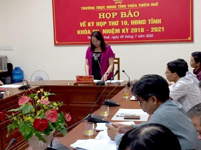 Phó Chủ tịch HĐND Thừa Thiên - HuếNguyễn Thị Ái Vân chủ trì họp báo.