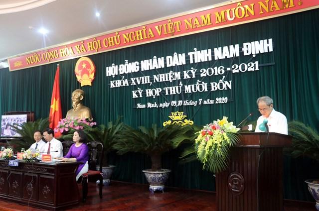Ông Đoàn Văn Hùng, Chủ tịch Ủy ban MTTQ Việt Nam tỉnh Nam Định thông tin tại Kỳ họp thứ 14, HĐND tỉnh.