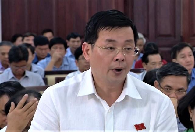 Ảnh: Đại biểu HĐND TP HCM tham gia thảo luận tại Hội trường. (Ảnh: Hồng Phúc).