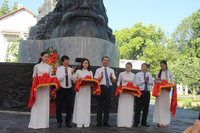 Khai trương triển lãm tại công viên Phan Bội Châu-Huế.