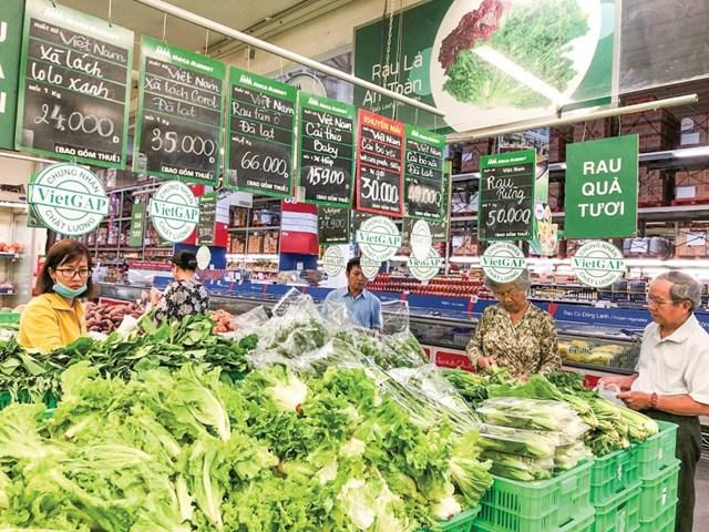 Chi phí logistics cao khiến người tiêu dùng phải mua nông sản với giá đắt đỏ.