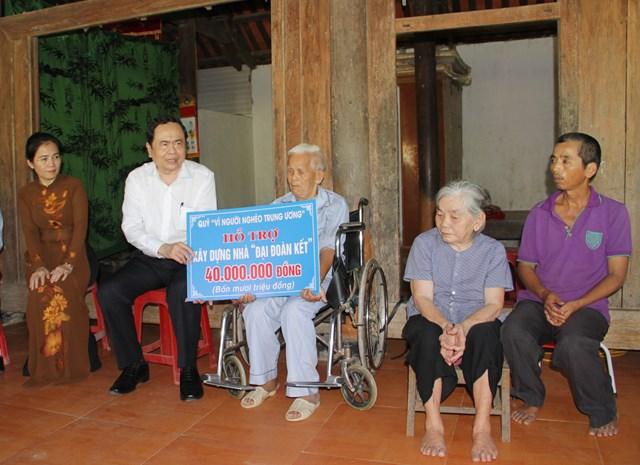 gia đình ông Lê Tiến Hổ (SN năm 1936) trú tại xóm 6, xã Nam Sơn, huyện Đô Lương.