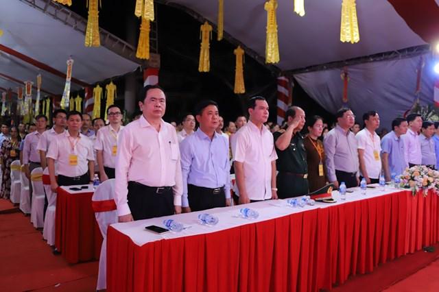 Chủ tịch UBTƯ MTTQ Việt Nam Trần Thanh Mẫn cùng các đại biểu dự Đại lễ cầu siêu tại Nghĩa trang quốc tế Việt – Lào.