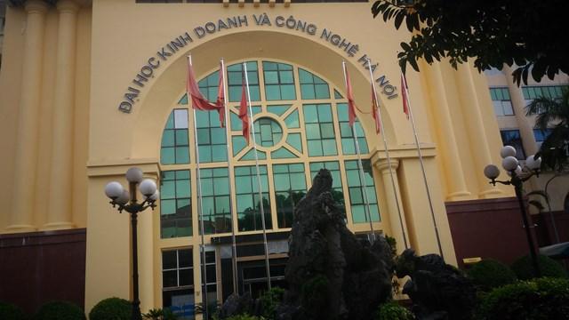 Trụ sở chính của Trường ĐH Kinh doanh và Công nghệ Hà Nội tại số 29A, ngõ 124, phố Vĩnh Tuy, quận Hai Bà Trưng, Hà Nội.