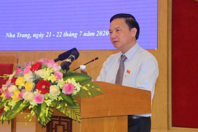 Ông Nguyễn Khắc Định, Bí thư Tỉnh ủy Khánh Hòa phát biểu tại kỳ họp.