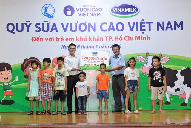 Đây cũng là 1 trong 10 trung tâm bảo trợ xã hội và các cơ sở nuôi dưỡng trẻ em mồ côi, khuyết tật, trẻ em có hoàn cảnh khó khăn của TP HCM được Quỹ sữa Vươn cao Việt Nam và công ty Vinamilk hỗ trợ sữa năm nay.