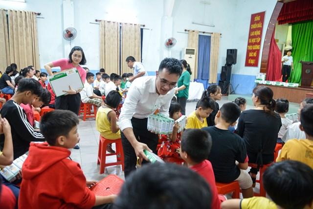 Quỹ sữa Vươn cao Việt Nam và Vinamilk tiếp tục hành trình kết nối yêu thương tại TP HCM - Ảnh 3