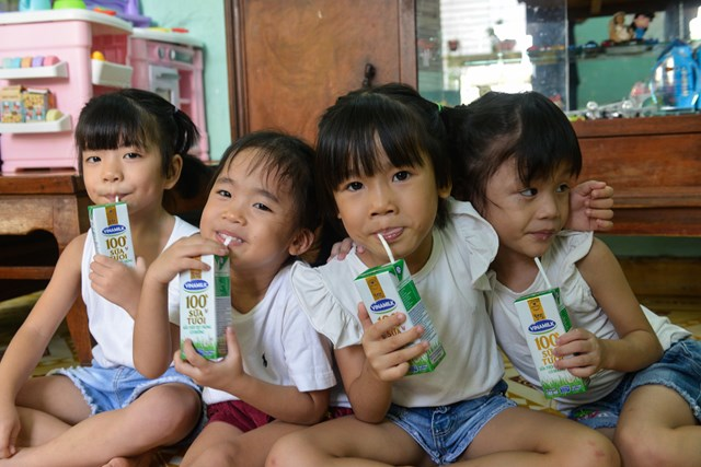Quỹ sữa Vươn cao Việt Nam và Vinamilk tiếp tục hành trình kết nối yêu thương tại TP HCM - Ảnh 5