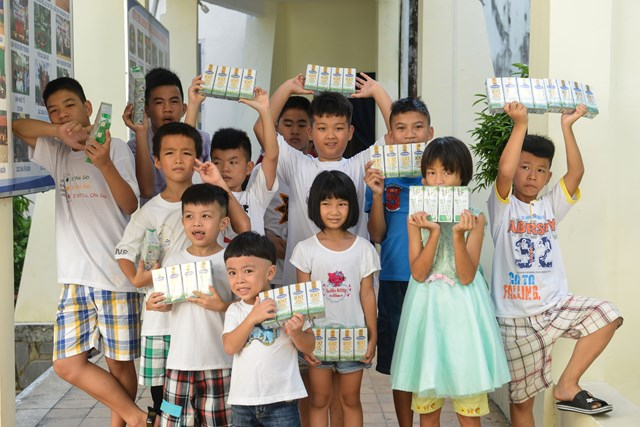 Quỹ sữa Vươn cao Việt Nam và Vinamilk tiếp tục hành trình kết nối yêu thương tại TP HCM - Ảnh 7