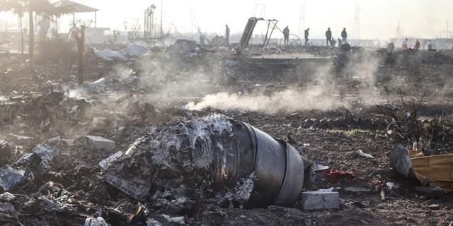Hiện trường vụ máy bay Ukraine bị bắn nhầm. (Nguồn: AP).