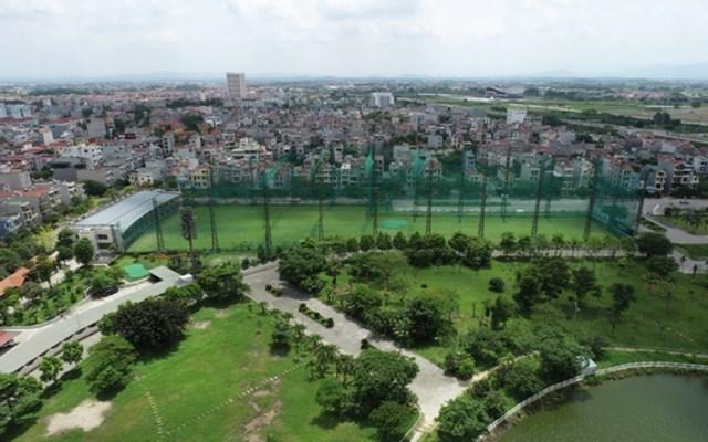 Sân golf nằm trong công viên Hoàng Hoa Thám (Bắc Giang).