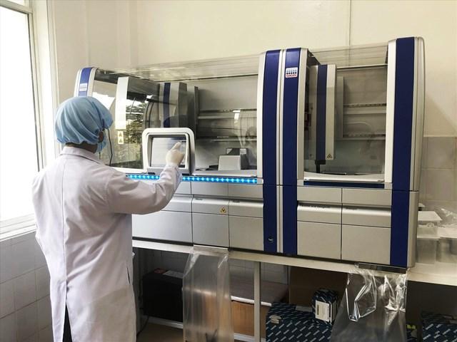 Một trong những Hệ thống xét nghiệm Realtime PCR tự động tại CDC Quảng Nam.