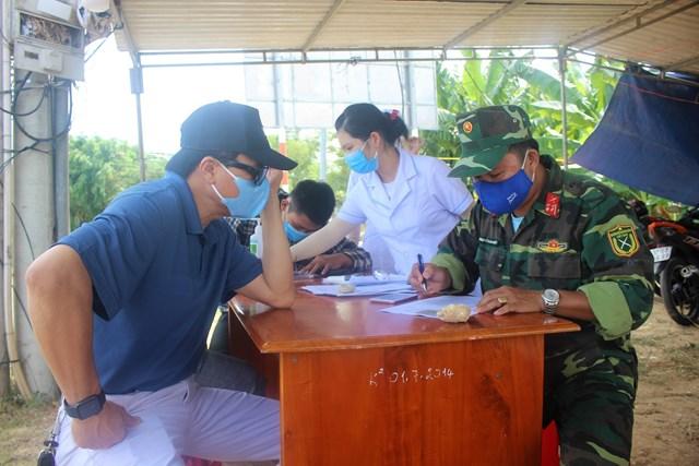 [ẢNH] Các chốt chặn ở Quảng Nam 'căng mình' kiểm soát dịch - Ảnh 1