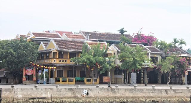Các ngôi nhà, cửa hàng khu phố An Hội đóng kín cửa.
