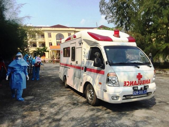 Xe chuyên dụng đưa bệnh nhân Covid-19 đến BVĐK Trung ương Quảng Nam.