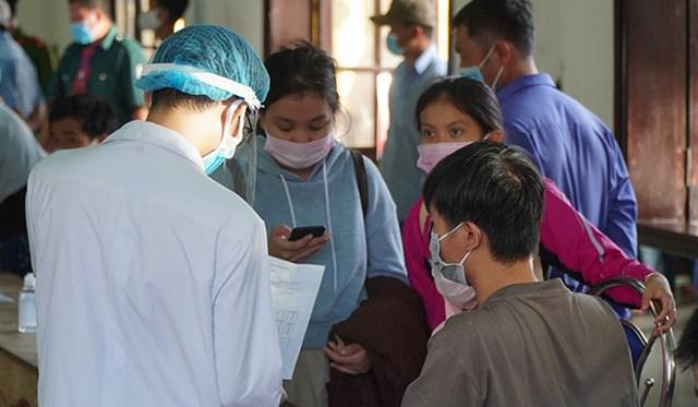 Hướng dẫn người dân  từ vùng dịch trở về khai báo y tế