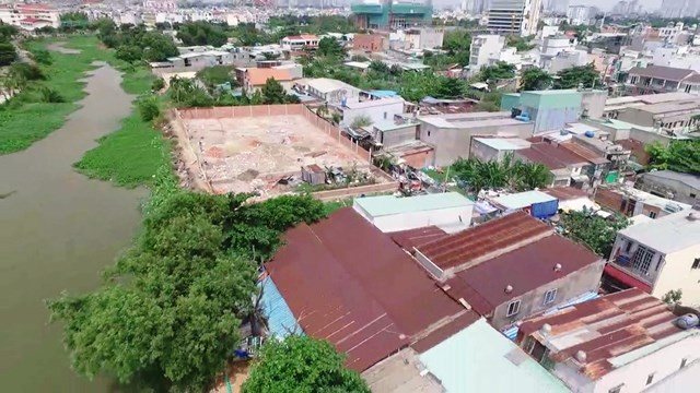 Các công trình xây dựng sai phép, không phép xuất hiện nhan nhản tại các khu vực vùng ven TP HCM.Ảnh: Hồng Phúc.