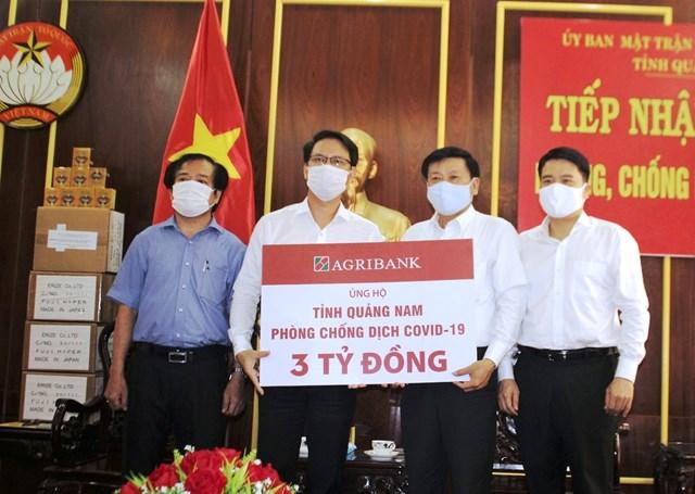 Agribank Chi nhánh Quảng Nam ủng hộ 3 tỷ đồng chống dịch Covid-19.