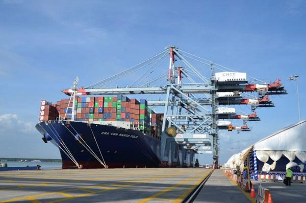 Tàu hàng cập cảng Quốc tế Cái Mép (Bà Rịa-Vũng Tàu).