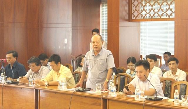 Các phóng viên, nhà báo, đặt ra câu hỏi với lãnh đạo các sở, ngành, địa phương của tỉnh Khánh Hòa.